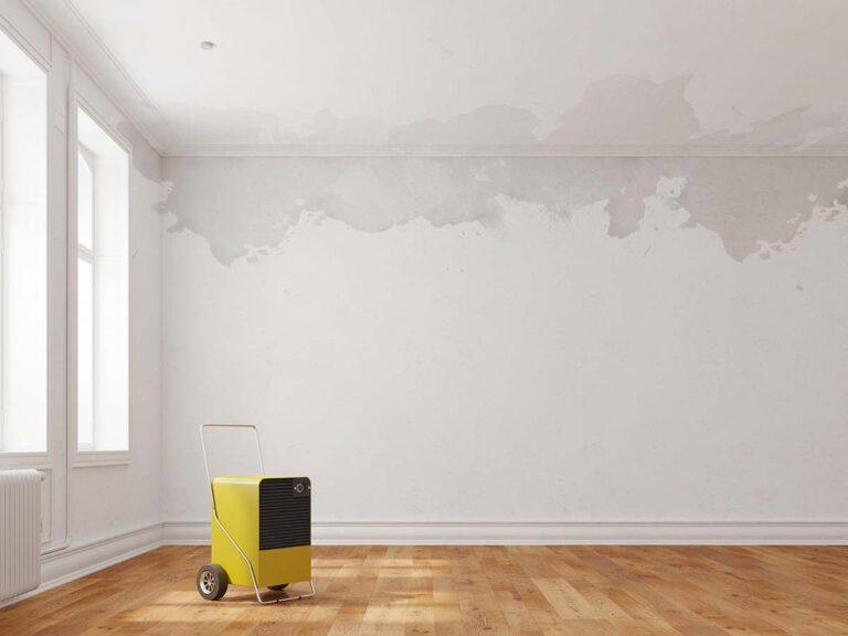Bautrockner in Raum mit Wasserschaden